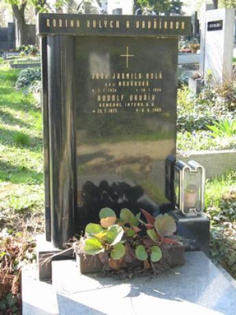 Zdroj: Spolek pro vojenská pietní místa o.s. Praha 10, Vinohradský hřbitov (c) Diana a Vladimír Štruplovi, 17.4.2010